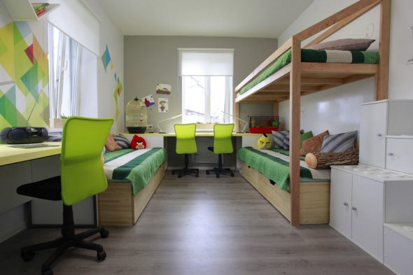 Яркая детская комната для трех мальчиков