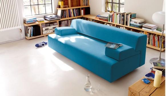 Яркий голубой диванчик
