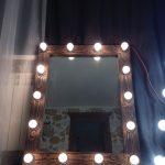 Зеркало в деревянной оправе с подсветкой