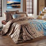 Атласное покрывало на кровать с ярким волшебным принтом