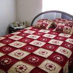 Бело-красные мотивы для покрывала на кровать