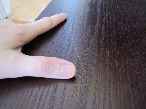 Царапины и сколы на деревянной мебели или дверях