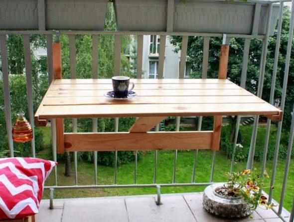 Деревянный откидной столик