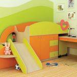 Детская мебель: кровать с горкой и выкатным столом