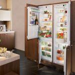 Два холодильника скрыты от глаз и являются элементом интерьера