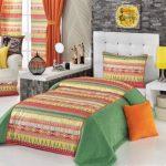 Красочное покрывало на кровать в Этно стиле