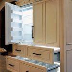 Кухонный шкаф с разными отделениями