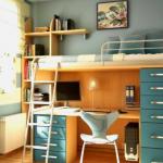 Маленькая комната с удобной мебелью