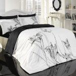 Очень милое покрывало на кровать с нежным монохромным изображением