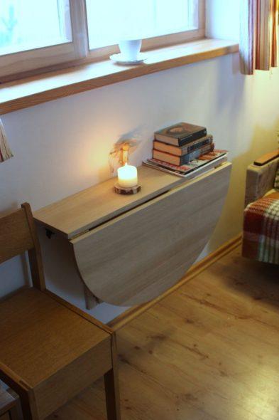 Откидной стол с полкой