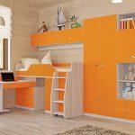 Отличная мебель для детской комнаты в ярких солнечных тонах