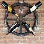 Полка для бутылок в форме корабельного руля