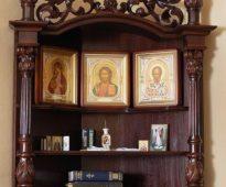 Красивая полка для икон в три яруса