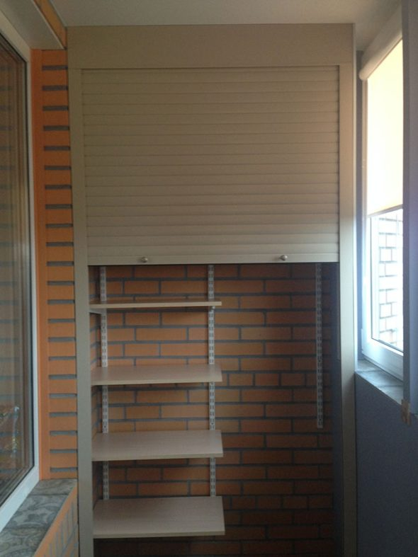 Шкаф из профиля на балконе своими руками 82