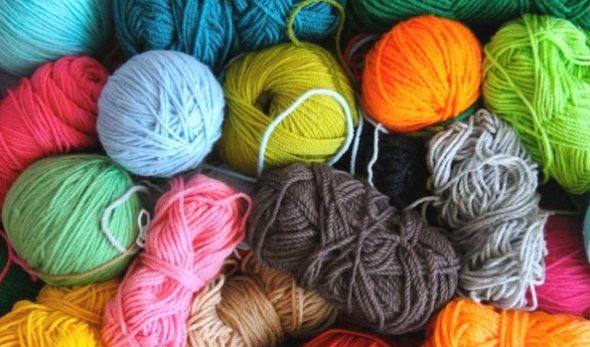 Разноцветная мягкая пряжа