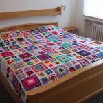 Разноцветный вариант пледа на кровать