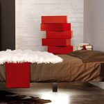 Шикарная парящая кровать в углу комнаты