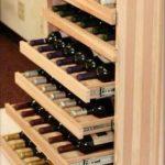 Шкаф для бутылок вина с выдвижными ящичками