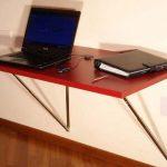 Складной красный стол