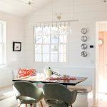 «U» — образная расстановка мебели в кухне с окном у входа