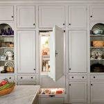 Встраиваемый холодильник не имеет своего декоративного корпуса