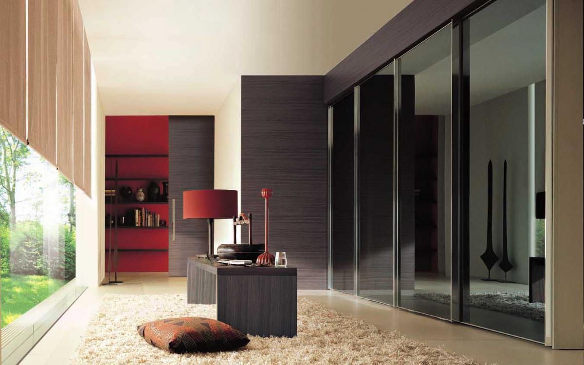 диван,стул,дверь,шкаф,стол-лишнее по значению слово