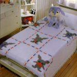 Вязаные покрывала квадратами для детской кроватки