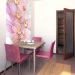 Яркий акцент в интерьере - фото-обои на стене и яркая мебель в обеденной зоне