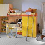 Ярко-жёлтая кровать-чердак для стильной комнаты