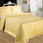 Золотое жаккардовое покрывало из бамбука с широкой каймой по краю