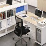 Офисная мебель для персонала белых тонов