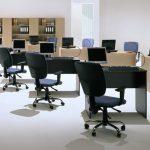 Сочетание темного и светлого цвета в офисе