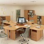 Светлая мебель в офис
