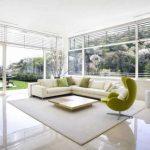 Белый диван для открытой гостиной