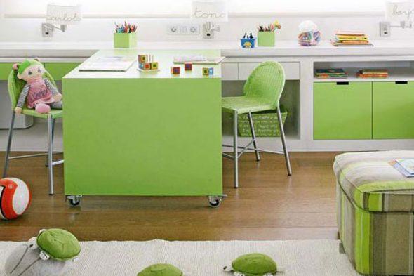 Большой стол для двоих детей