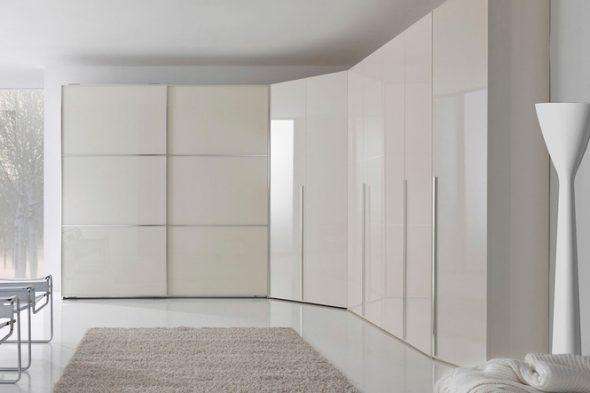 Большой угловой шкаф белого цвета