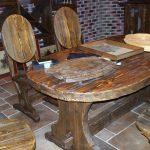 Брашированный стол и стулья смотрятся очень ээфектно