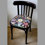 Черный стул с сиденьем после восстановления