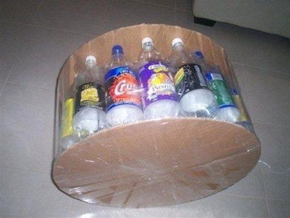 kartonnye-krugi-krepim-ko-dnu-i-verhnej-chasti-pufika-590x443 Как сделать пуфики из пластиковых бутылок. Пуфик в прихожую: как пошагово сделать своими руками из пластиковых бутылок. Пуфик своими руками из пластиковых бутылок: общие аспекты.