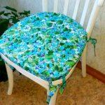 Красивая подушка в цветочек ручной работы