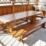 Красивый и большой стол для беседки