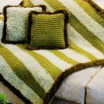 Красивый комплект на диван