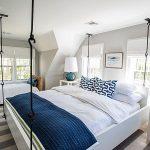 Кровать на стальных прутьях