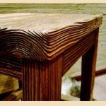Мебель под старину выполняют из дерева, обработанного методом браширования