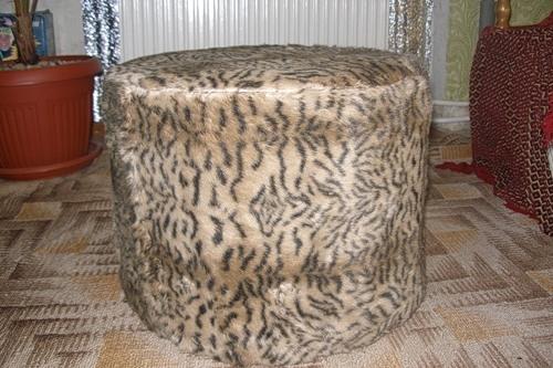 Меховой леопардовый пуфик