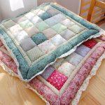 Мягкие подушки из тканевых квадратов