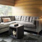 Небольшой серый диванчик в углу