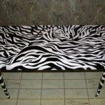 Необычное оформление стола в черно-белых тонах
