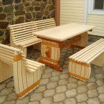 Необычный стол и скамейки ручной работы