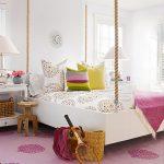Нежная подвесная кровать в белом цвете
